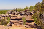 pic of illinois  - Sandstone bluffs of the Garden of the Gods in Shawnee National Forest in Illinois - JPG