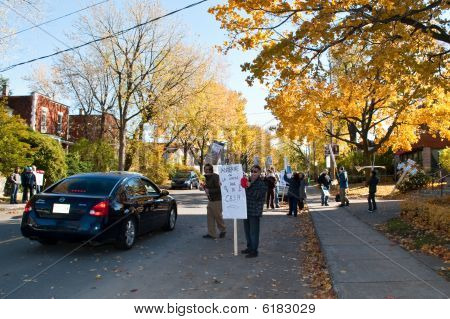 Drivers Stop and support protestors in front of St-Vital Church