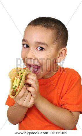 Kind mit einen taco