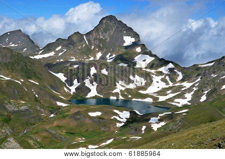 Tuc de Mauberme y lago Montoliú
