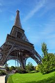 pic of arch foot  - Touring Paris - JPG