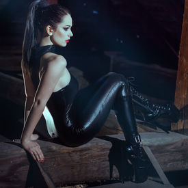 foto of domina  - Sexy young woman sit on timber at night - JPG