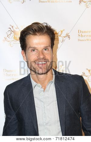 LOS ANGELES - SEP 10:  Louis Van Amstel at the Dance With Me USA Grand Opening at Dance With Me Studio on September 10, 2014 in Sherman Oaks, CA