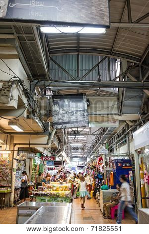 Chiang Mai, Thailand - Jul 28, 2014: Unidentified Shoppers At Waroros Market On Jul 28, 2014 In Chia