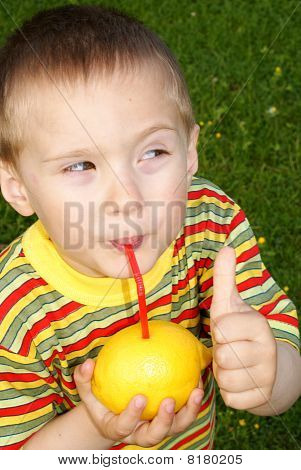The child drank the lemon juice through