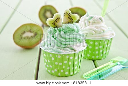 Frozen Yogurt With Fresh Kiwi