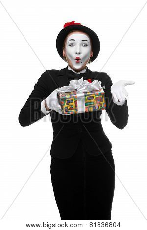 Mime as playful, joyful and excited woman with gift
