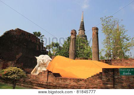 Reclining Buddha At Watyaichaimongkol Temple