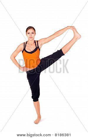 Junge attraktive passen Frau praktizieren yoga