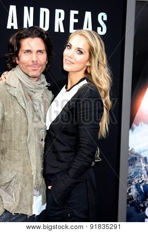 LOS ANGELES - MAY 26:  Greg Lauren, Elizabeth Berkley at the