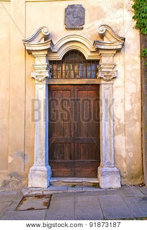 Door   In Italy  Lombardy   Column  The Milano  Leaf