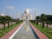 picture of mumtaj  - the beautiful gardens in front of the taj mahal - JPG