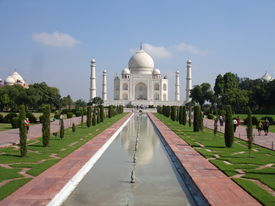 foto of mumtaj  - the beautiful gardens in front of the taj mahal - JPG
