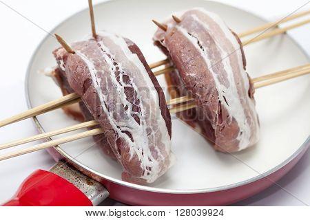 Filet Mignon Preparation : tenderloin on a skewer