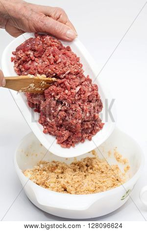 Stuffed meatloaf preparation : Preparing the mix for the stuffed meatloaf