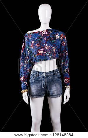 Floral crop top and shorts. Blue crop top on mannequin. Fashionable summer look for girls. Stylish pattern clothing on sale.