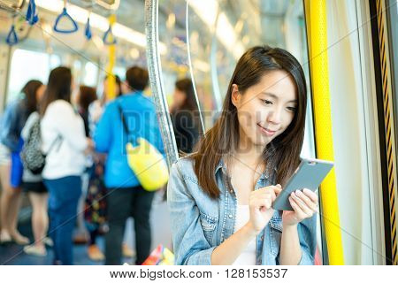 Woman use of cellphone to send sms