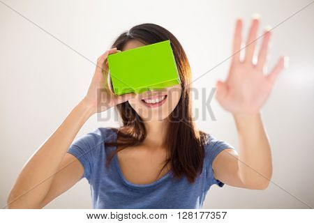 Woman experience using virtual reality device
