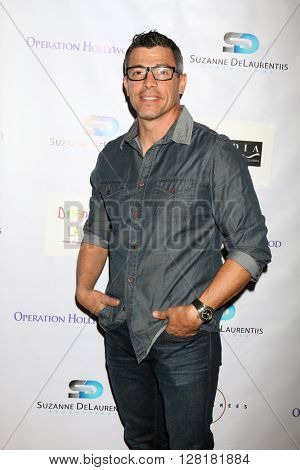 LOS ANGELES - APR 30:  Al Coronel at the Suzanne DeLaurentiis Productions Gifting Suite at the Dylan Keith Salon on April 30, 2016 in Burbank, CA