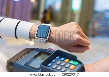 Customer pay by smart watch by NFC