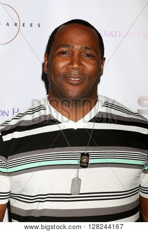 LOS ANGELES - APR 30:  Darius Cattrell at the Suzanne DeLaurentiis Productions Gifting Suite at the Dylan Keith Salon on April 30, 2016 in Burbank, CA