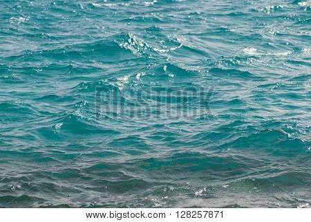 Photo closeup of beautiful clear turquoise sea ocean water surface with ripples low waves on seascape background. horizontal picture
