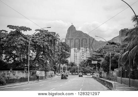 Rio De Janeiro, Brazil - Circa Jan 2016:  Drive In The Rio De Janeiro Streets With Sugarloaf Mountai