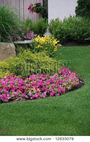 Gepflegter Blumengarten