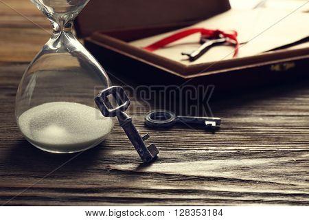 Old keys with envelope on wooden background