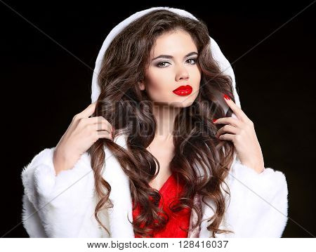 Hair. Makeup. Beautiful Brunette Girl In Fur Coat. Healthy Long Wavy Hairstyle. Beauty Model Woman I