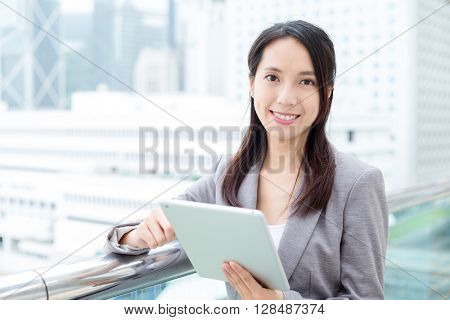Business woman use of tablet pc