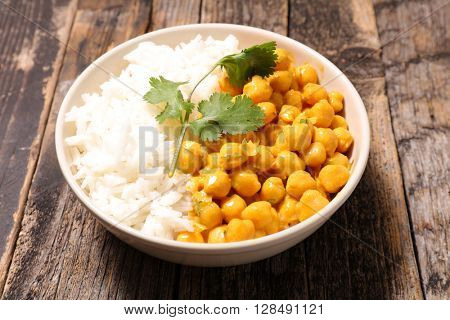 rice and chickpea cooked with cream and curry