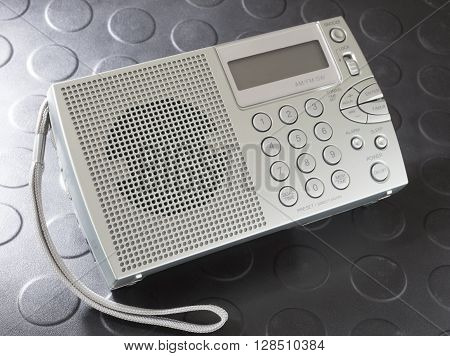 Battery powered portable radio that covers shortwave and broadcast bands
