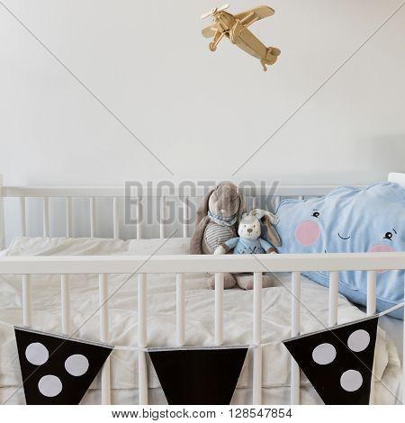 White Crib For Newborn Baby