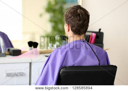 Man visit hairdressing salon