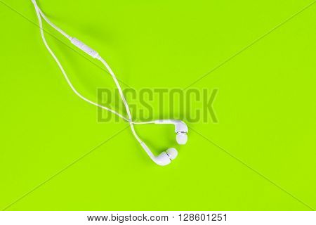 the white earphones for using digital music or smart phone