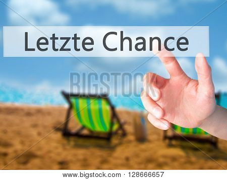 Letzte Chance (last Chance In German) - Hand Pressing A Button On Blurred Background Concept On Visu