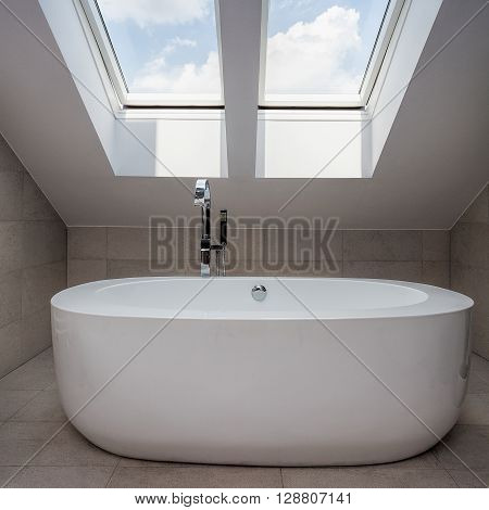 Urban Apartment - Attic Bathroom
