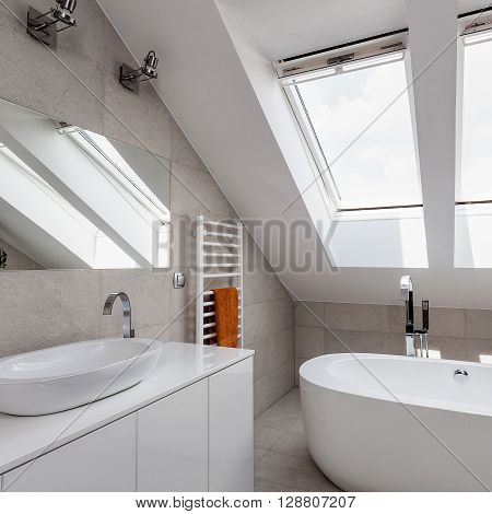 Urban Apartment - Bathroom On The Attic