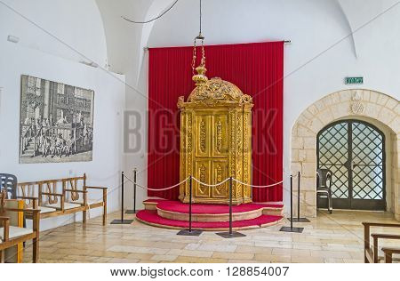 JERUSALEM ISRAEL - FEBRUARY 18 2016: The interior of Istanbuli Synagogue that is the largest of Four Sephardic Synagogues complex on February 18 in Jerusalem.