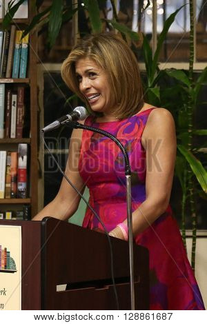 HUNTINGTON, NY-JAN 8: TV personality Hoda Kotb speaks at her book signing of