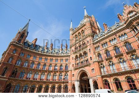LONDON, UK - MAY 5, 2016. The curved facade and main entrance of The St Pancras Renaissance Hotel in London which is a popular, luxury establishment in the heart of Kings Cross.