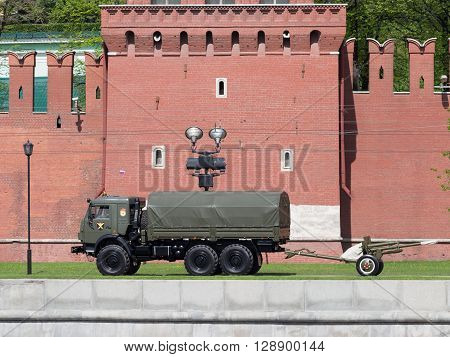 Moscow - May 7 2016: Gun heralding the start of a military Porada in Moscow and the Kremlin Wall May 7 2016 Moscow Russia