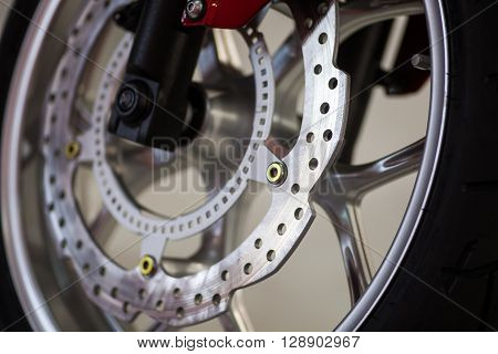 Color image of the brake disc of a motorcycle.
