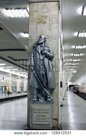 MOSCOW, RUSSIA - MAY 7, 2016: Monument to the Hero of the Soviet Union Matvei Kuzmin in Moscow metro station