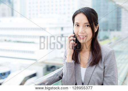 Business woman pick up a call