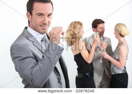Gruppe von Menschen, die trinken Champagner