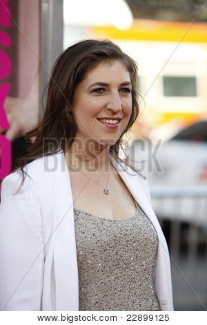 LOS ANGELES - JUNE 30: Mayim Bialik at the Premiere of 'Horrible Bosses' at Grauman's Chinese Theatre on June 30, 2011 in Los Angeles, California