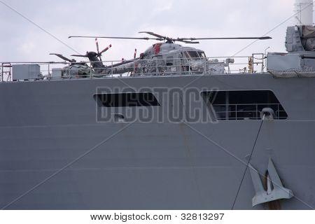 Londres-mayo 8: UKs el mayor buque de guerra, HMS OCEAN, atracado en el río Támesis en el royal greenwich, fo