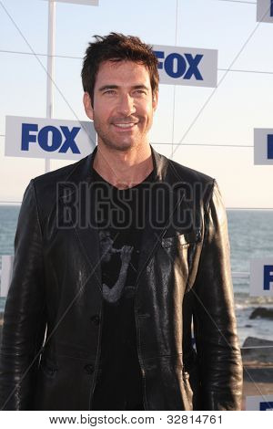 LOS ANGELES - 5 de AUG: Dylan McDermott arribando a la fiesta de FOX TCA verano 2011 en Gladstones Aug